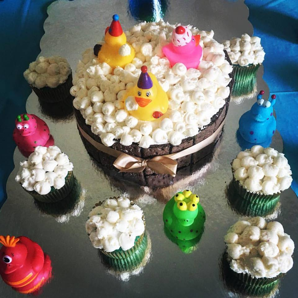 Rubber duckies and bubble cupcakes in banana and caramel